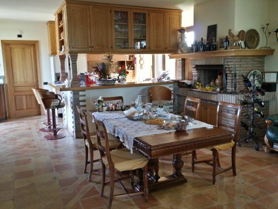 Sala da pranzo / cucina - Picture of La Casa Nella Prateria, Misano ...