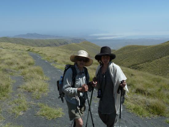 Empakaai Crater : Caryn and Maya