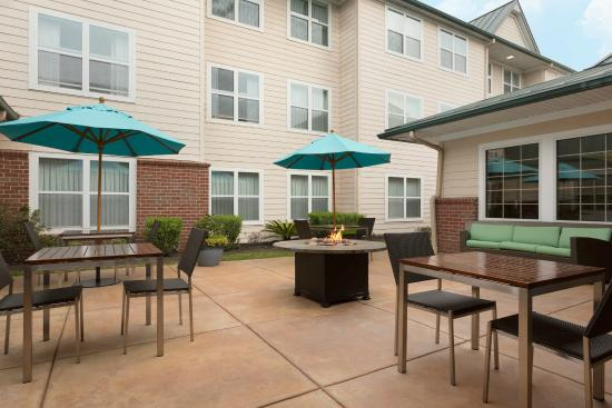 Residence Inn Houston The Woodlands/Lake Front Circle: Patio Area