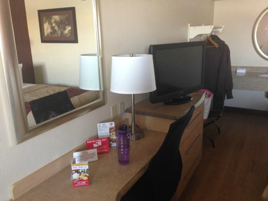 Red Roof Inn Akron South: Desk Area And Tv. Thereu0027s A Safe On The