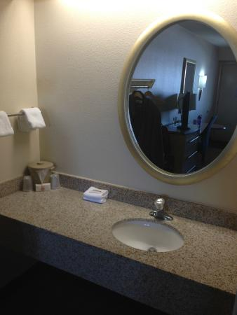 Red Roof Inn Akron South: The Sink And Vanity Outside The Bathroom