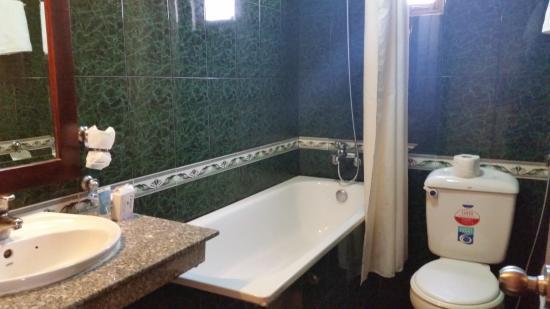 Hoang Lien Hotel: bathroom