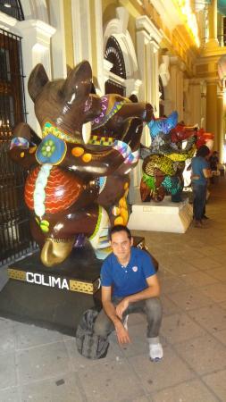 Government Palace: Exposición de artesanía afuera del Palacio
