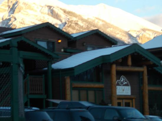 Rundle Mountain Lodge: Main Lodge