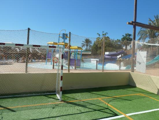 Aparthotel Paradise Island: pista de fútbol