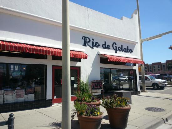 Rio de Gelato: Great location near River Walk and La Villita.