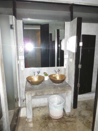 NapPark Hostel @ Khao San: bathroom