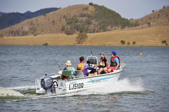 Lake Somerset Holiday Park: Boating on the lake