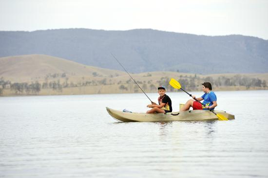 Lake Somerset Holiday Park: Kayaking on the lake