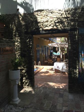 Hotel Casa de las Palmas: View of the outdoor dining area