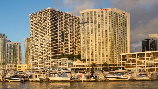 Miami Marriott Biscayne Bay: Hotel View from Causeway