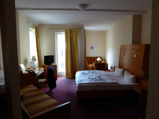 Orion Hotel: room again