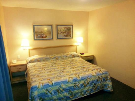 Cornerstone Lodge of Foley: King Guestroom
