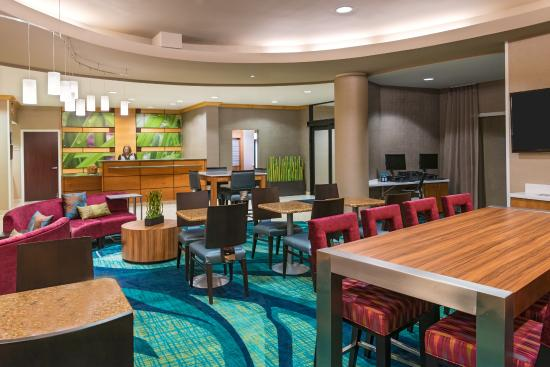 SpringHill Suites Fort Myers Airport : Lobby