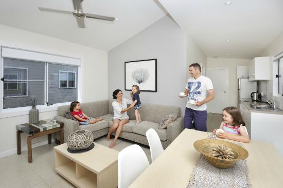 Stockton Beach Holiday Park: Lounge room