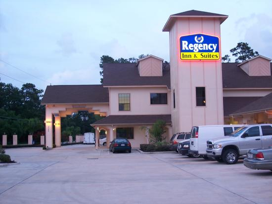 Regency Inn & Suites : Exterior
