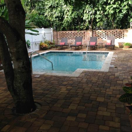 SeaGlass Inn Bed and Breakfast: Pool