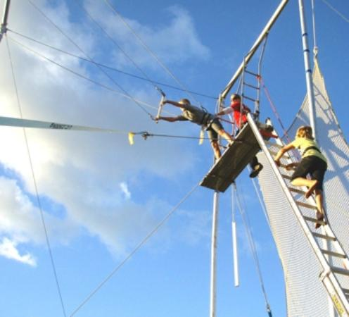 Nerang, Austrália: Kids holiday flying trapeze for ages 5 and over