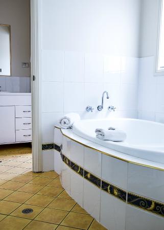 NRMA Ocean Beach Holiday Resort: Bathroom