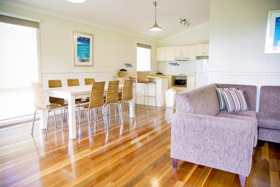 NRMA Ocean Beach Holiday Resort: Lounge and dining