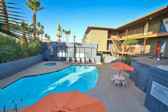 Las Vegas Hostel: Join us for a pool party!