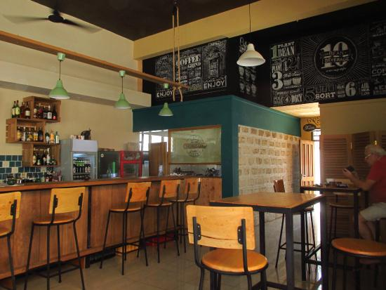 Kokkos Cafe Bistro: Indoor Interior