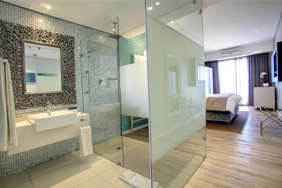 Protea Hotel by Marriott Mossel Bay: Deluxe Room bathroom