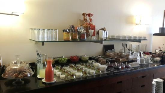 Isrotel Dead Sea Hotel & Spa: Lounge buffet