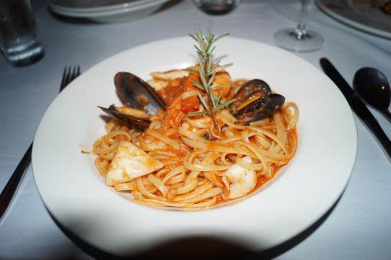 Bel Punto: Tasty Seafood pasta with a little bit of chili