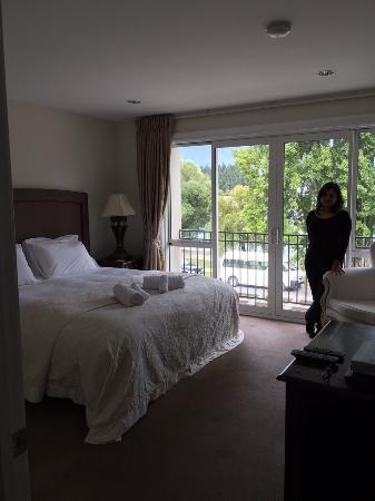 Esplanade Queenstown: Main bedroom.