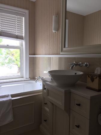 Esplanade Queenstown: Bathroom