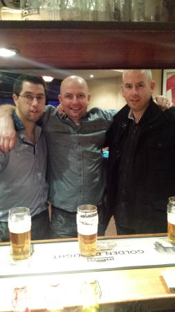 Amblehurst Hotel: The lads and myself enjoying a pint at the bar