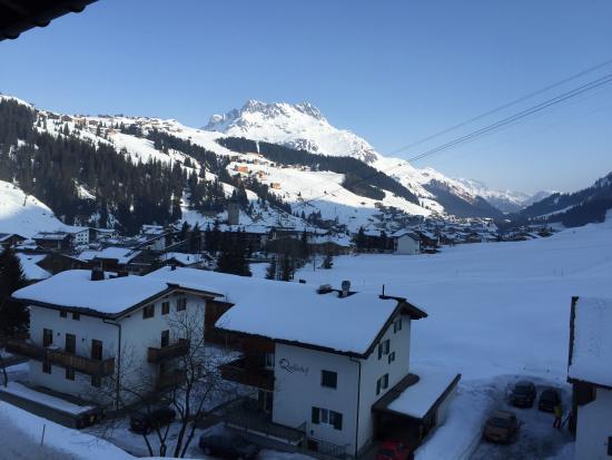 Hotel Kristberg: View towards Oberlech