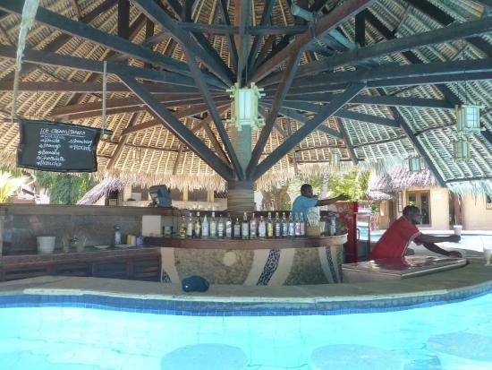 Pinewood Beach Resort & Spa: Pool Bar