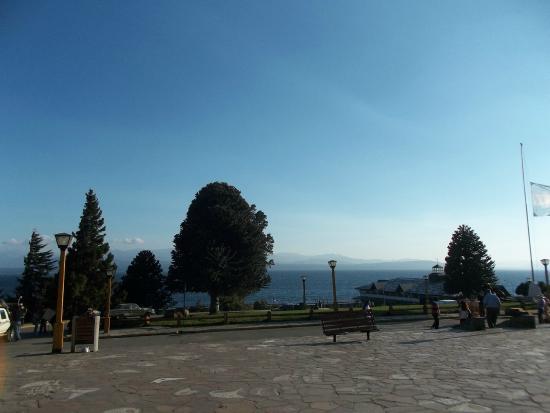 Hosteria Guemes: Vista al Lago desde el Centro Civico  , San Carlos de Bariloche , Argentina -