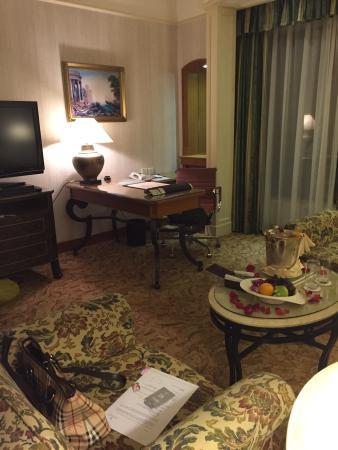 Renaissance Kuala Lumpur Hotel: Living Area For Renaissance Suite