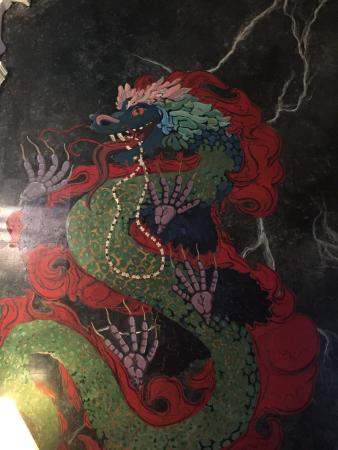 Biscuit Palace Guest House : Dragon mural!