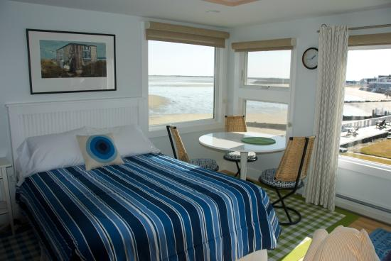 Masthead Resort: Waterfront Suite 41R, The Porthole!