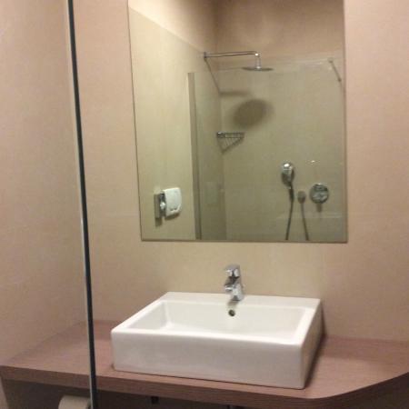 Hotel Mediterraneo: Nuovo bagno camera superior