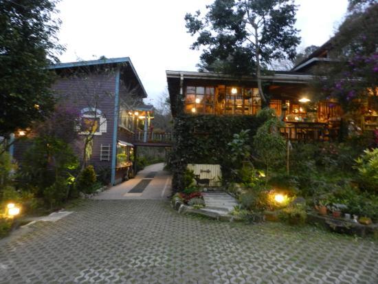 Nanchuang Ganlanshukafei: 傍晚時刻入住 一走近前溫馨舒適的親切感油然而生。