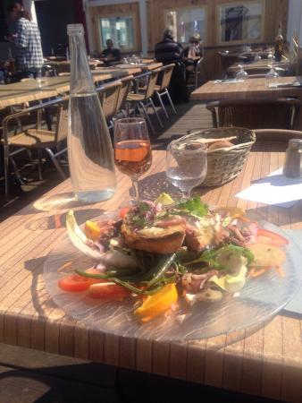Pizzeria le Forum: Salade de chèvre chaud et verre de rosé d'Oléron!