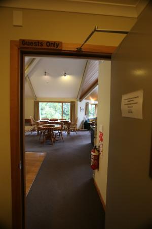 Aoraki Mount Cook Alpine Lodge: Common room entrance
