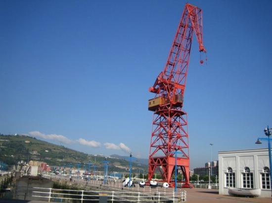 Museo Marítimo Ría de Bilbao: Vista de la grúa Carola