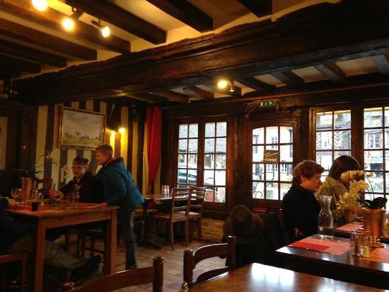 Colomb'Auge: L'intérieurdu restaurant