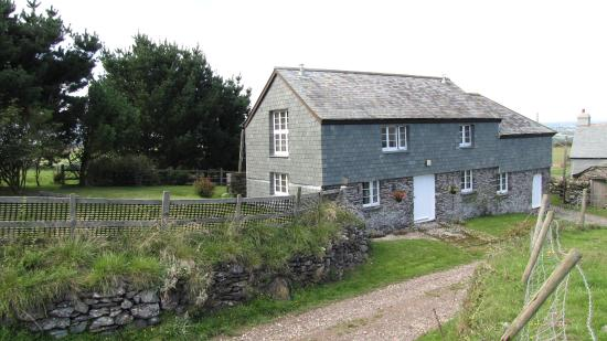 Worswell Barton Farmhouse: Higher Shippen Self Catering Cottage