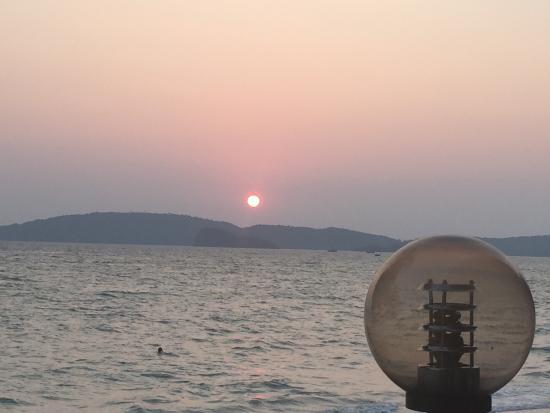Sala Bua & Lo Spuntino Restaurant: Fab sunsets!