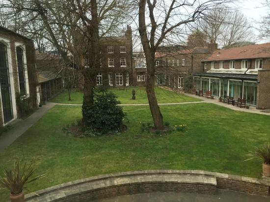 The Royal Foundation of St Katharine: Tranquil and peaceful court gardens