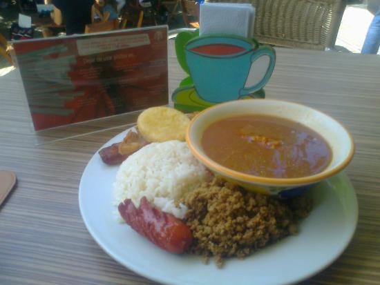El almuerzo de la cafeter a muy delicioso picture of for Bodas en el jardin botanico medellin