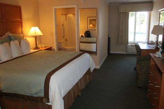 Best Western Silicon Valley Inn: 客室 ベットは大きい