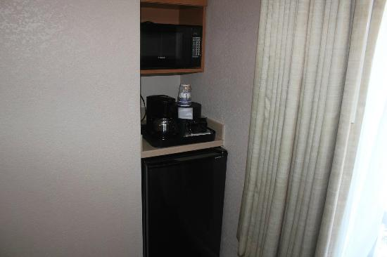 Best Western Silicon Valley Inn: 冷蔵庫と湯沸かし器あり。